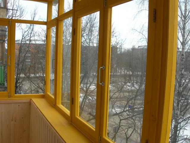 Выставочный дом: коридор и спальня на первом этаже - остекле.
