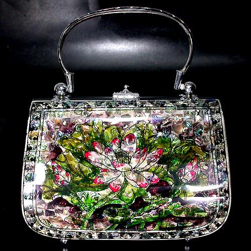 Эксклюзивная сумочка с цветным перламутром!  Активный аукцион.