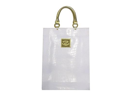 ...клатч цвета топленого молока, очки и еще сумочка Blugirl от Blumarine.